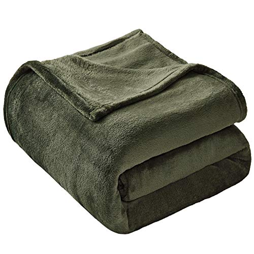 VEEYOO Flannel Fleece Blanket Twin Size - Olive Green Throw Blanket for Bed Lightweight Super Soft Blankets and Throws Fuzzy Plush Luxury Couch Blankets for Teens Boys Grils (60x80 Inch Bed Throws)