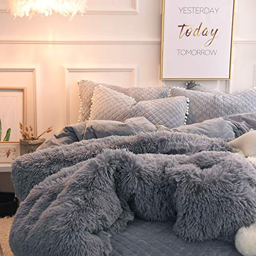 BEDCHOICE 3pc Grey Plush Shaggy Duvet Cover Set Queen Luxury Faux Fur Ultra Soft Crystal Velvet Bedding Sets (1 Faux Fur Duvet Cover + 2 Pompoms Fringe Pillowcases,Zipper Closure